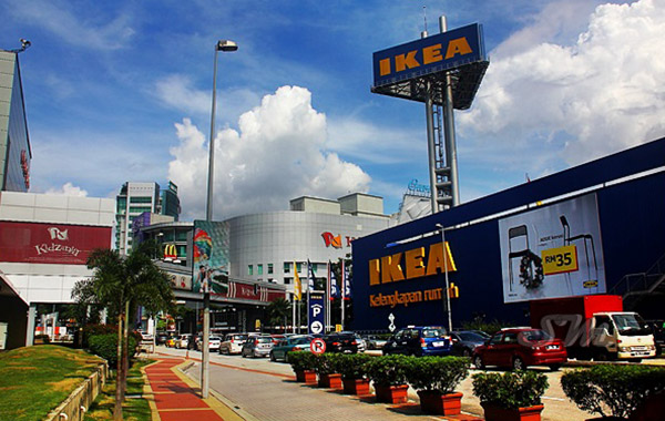 10 minutes from IKEA and various shopping malls